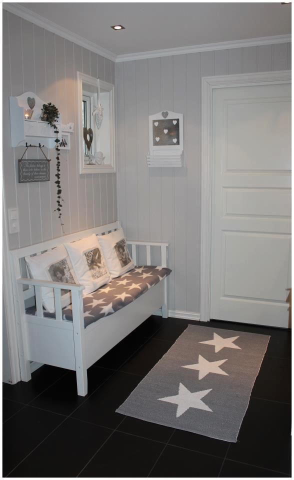.I don't know about all the stars..but I love the multiple shades of gray and white used here!