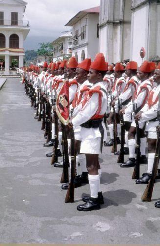 Guardia territorial.de gala Plaza de España en . Sta. Isabel. Suele ser el 12 de octubre.