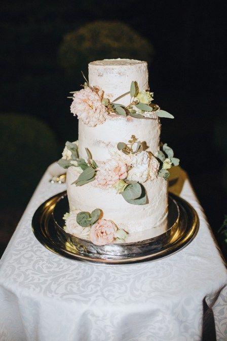 Big Flower Decorated Wedding Cake, Set On Silver Tray Gives An Elegant  Presentation