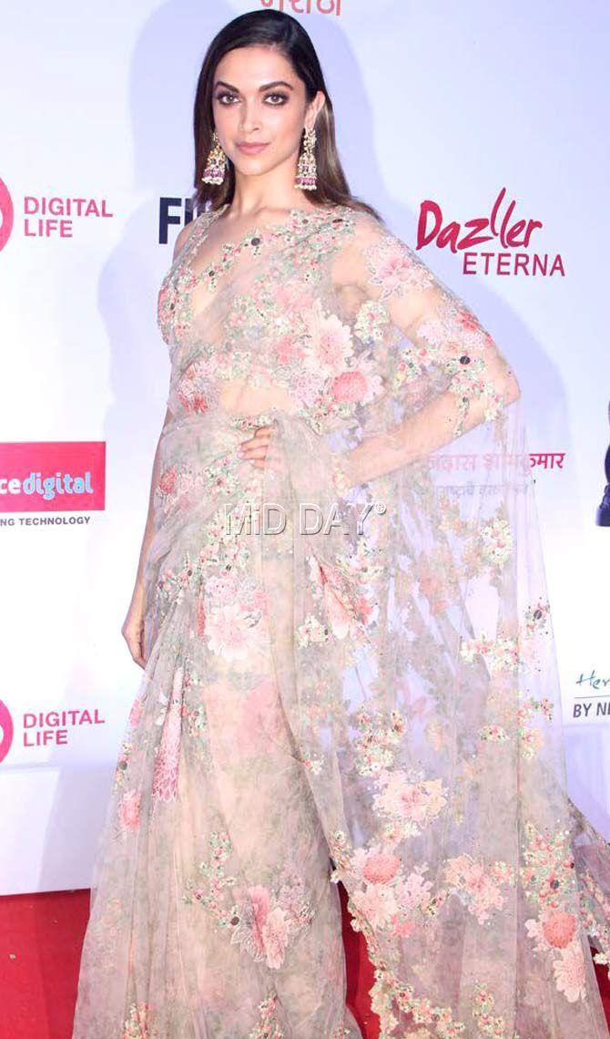 Photos: Deepika Padukone, Sai Tamhankar at Filmfare Awards Marathi 2017