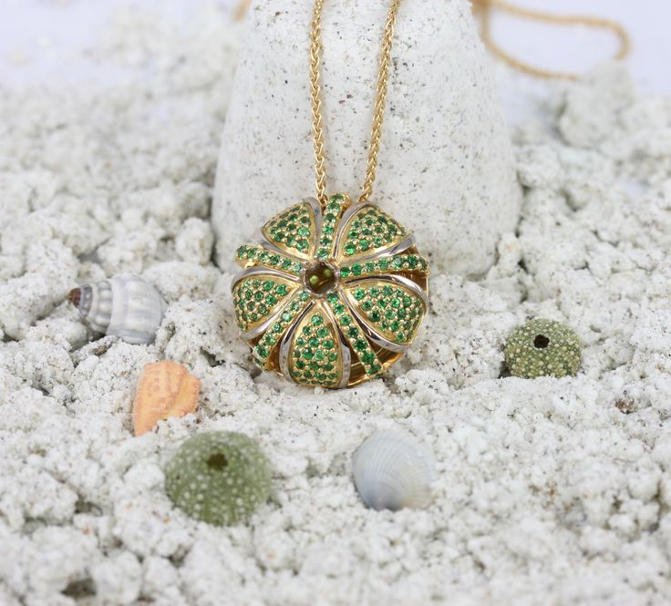18ct yellow gold and tsavorite garnet pendant from our 'Kina' collection.