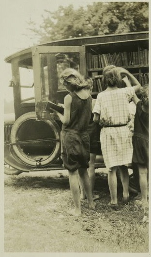 #Bookmobile, Eltingville, Staten Island, c. 1920  Re-pinned by: http://sunnydaypublishing.com