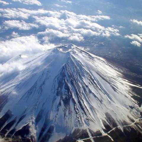 「富士山頂なう」富士山の山頂からドコモのLTEで高速通信が可能に!