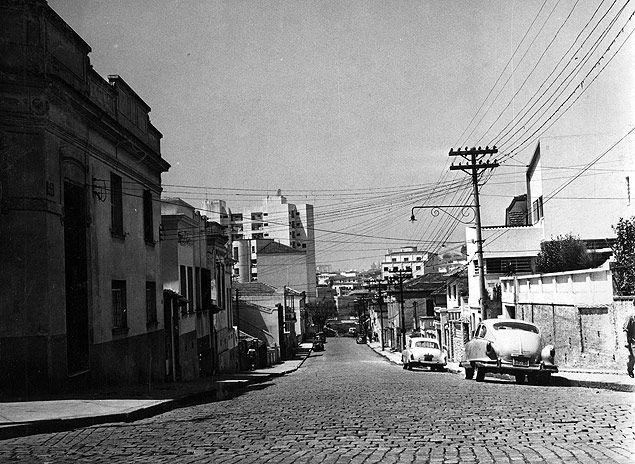 1956 - Rua Paim no sentido da avenida Nove de Julho, no Baixo Augusta. Foto: Folhapress.