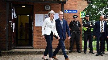 """Βρετανικός τύπος: """"Καταστροφή για τη Μέι - Χάνει την αυτοδυναμία""""   """"Η Τερέζα Μέι στοιχημάτισε και έχασε προκηρύσσοντας πρόωρες βουλευτικές εκλογές"""". Αυτό είναι το κοινό συμπέρασμα του βρετανικού τύπου λίγες ώρες μετά την ανακοίνωση... from ΡΟΗ ΕΙΔΗΣΕΩΝ enikos.gr http://ift.tt/2rGLTVp ΡΟΗ ΕΙΔΗΣΕΩΝ enikos.gr"""