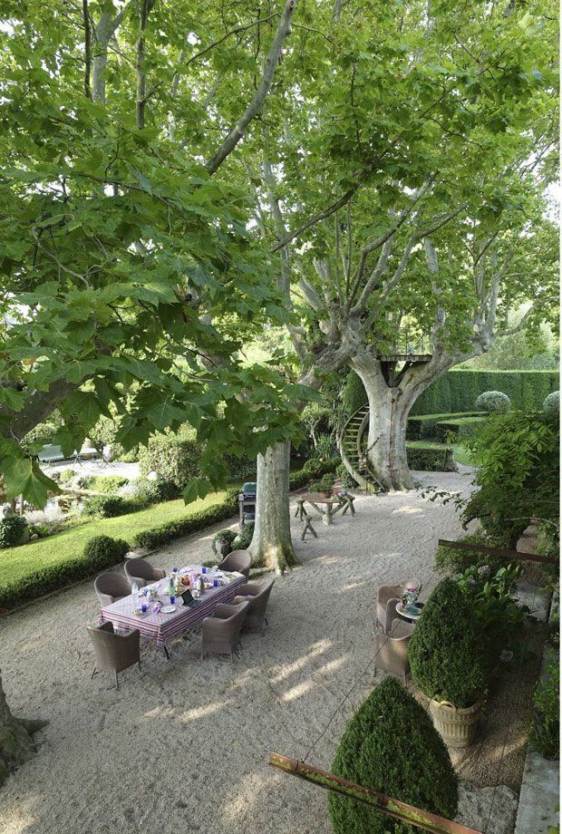 Beautiful And Inspiring Provence Garden Eat Drink