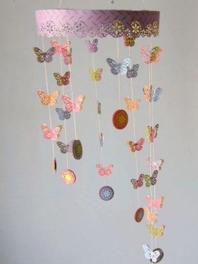Una+cascata+di+farfalle+ - Una+cascata+di+farfalle+di+carta+colorata+per+la+giostrina+fai+da+te+