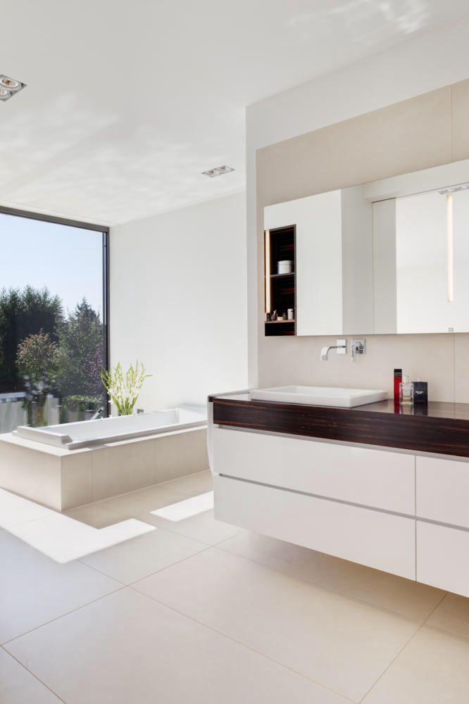 Fensterhöhe neben badewanne