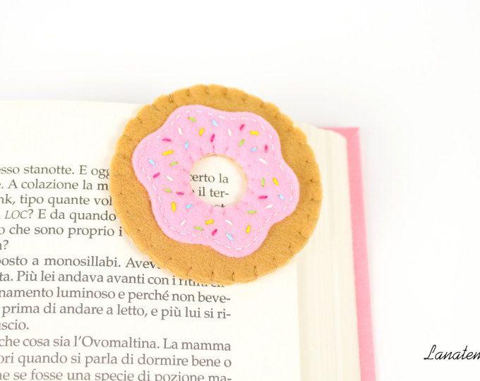 Segnalibro ciambella in feltro, segnalibro ad angolo, ciambella rosa con zuccherini colorati, dolce in feltro