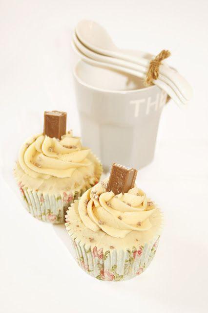 Tu medio cupcake: Kit Kat Cupcakes with Caramel Buttercream // Cupcakes de Kit Kat con Buttercream de Caramelo