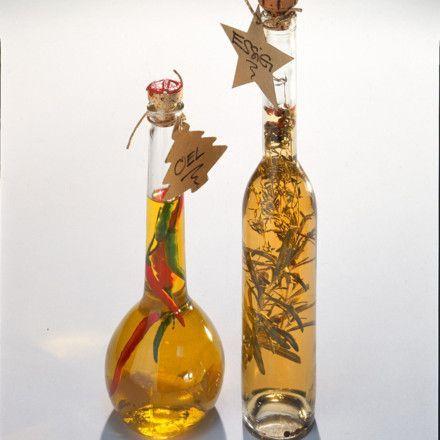 Kräuteressig und Knoblauch-Chili-Öl Rezept | LECKER