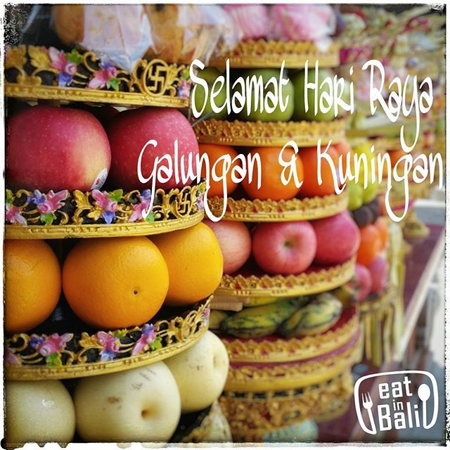 Happy Galungan & Kuningan for all Balinese.. A celebration to symbolizes the victory of good over evil and honor the creator of the universe & the spirits of the ancestors.  #eatinbali #galungan #galunganlankuningan #balinese #baliculture #fruits #gebogan by eatinbali