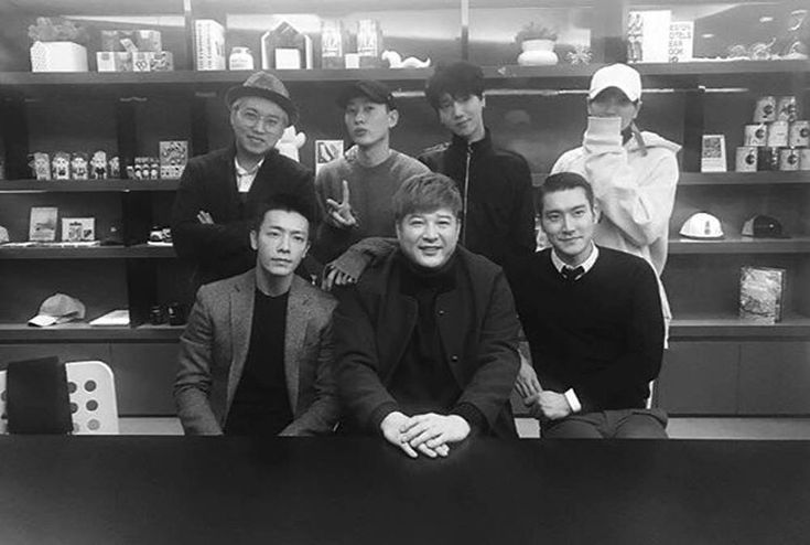 Siwon reunites with Super Junior members in a friendly snapshot http://www.allkpop.com/article/2017/02/siwon-reunites-with-super-junior-members-in-a-friendly-snapshot