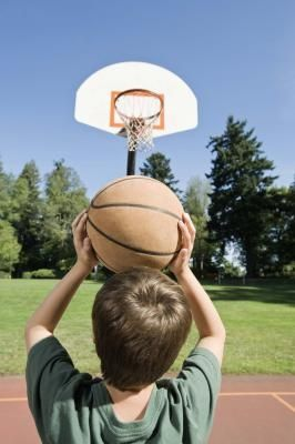 Bring these fun #Basketball games to your backyard! These are great for competitive kids! #BackyardFun