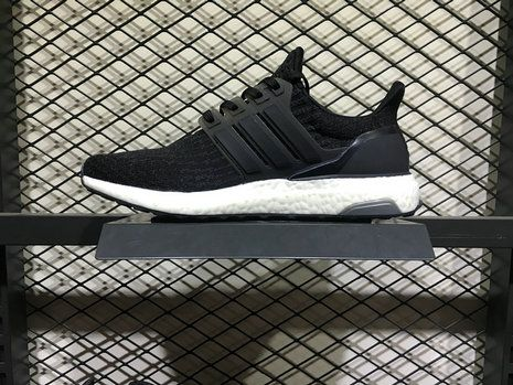 Chaussures pas cher course adidas Ultra Boost 3 Triple Core Black