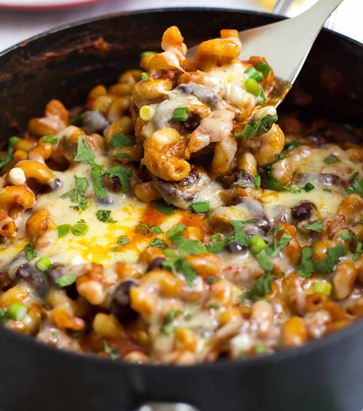 9 high protein meals that are crazy easy to make - including this veggie chilli mac! Soooo good.