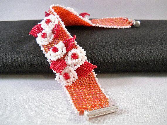 Seadbeady Kralen Armband met Handgemaakte Bloemen in door Seadbeady
