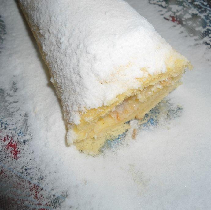 rocambole de leite condensado que já sai recheado do forno