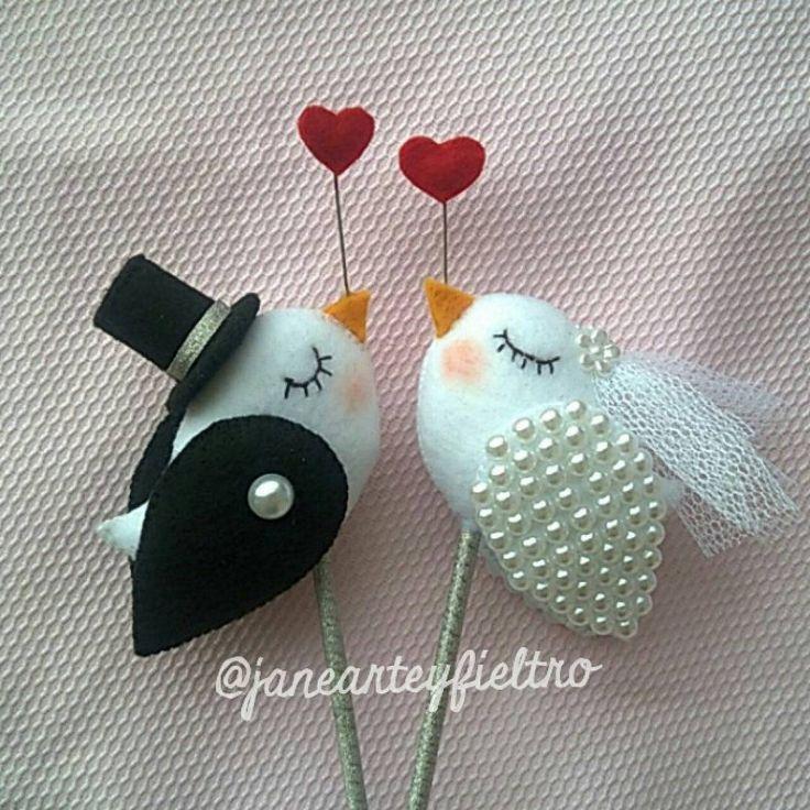 Porque o amor merece. #feltro #felt #lovefelt #instafelt #arteyfieltro #euartesa #handmade #imcrafter #craft #feitoamao #euquefiz #artesanato #casamento #bolo #noivado #niversoamor
