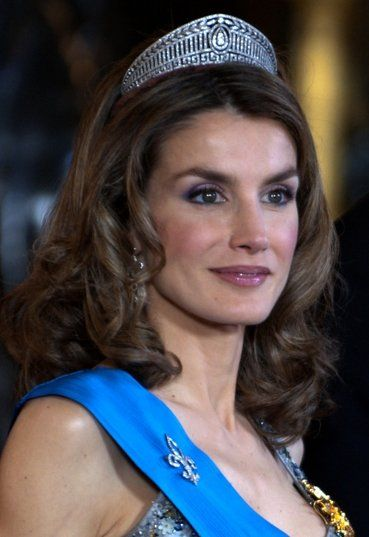 Meet the new queen of Spain, Letizia Ortiz! Get a flawless, royal-inspired look from our Classic Line at www.eurosocap-usa.com!