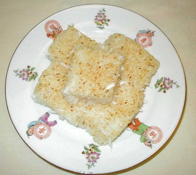 Num Treap is a sesame sticky rice dessert that is prepared similar to that of American brownies; after preparing a warm mixture, you pour the mixture into a baking dish or pan, and then let it cool for a few hours… after cooling, cut into squares and serve.