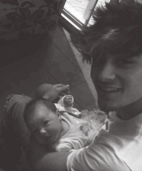 Zayn Malik w/ baby