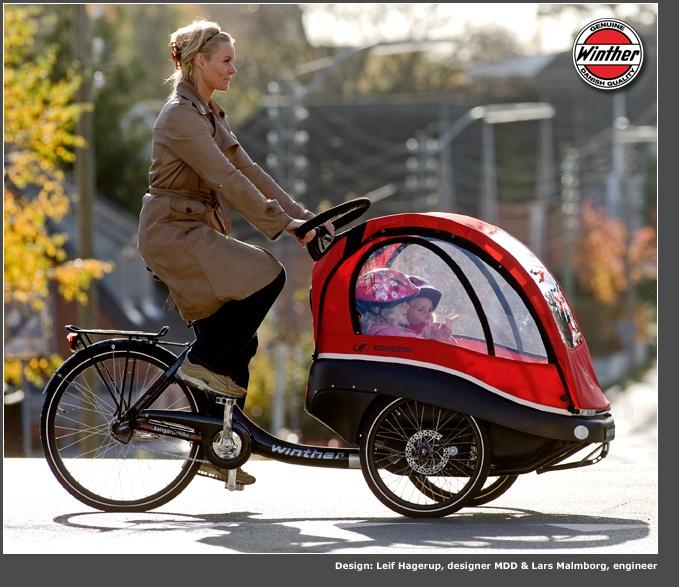 Transportando niños en motos y bicicleta