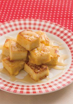 (4人分) CO・OPひとくちこうや豆腐18個~20個(1袋分) 牛乳1 1/2カップ(300ml) 砂糖大さじ5 卵 1個 バター20g メイプルシロップ適量