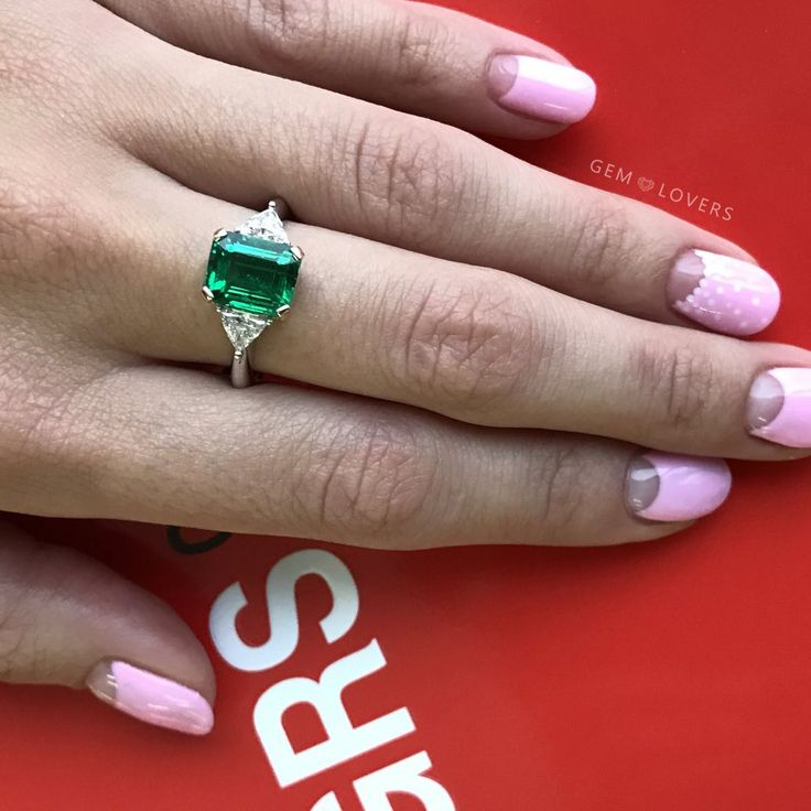 Вечный классический стиль в нашей интерпритации, изумруд и два бриллианта, изысканность и роскошная простота! Единственный экземпляр ⭐️⭐️⭐️Classicdesign: ring with emerald and diamonds! We can create any design with our gemstones! 💎💎💎#изумруд #gemlovers_emerald #gemlovers_jewelry #бриллианты #золотоекольцо #instylerussia #кольцоизумруд #кольцобриллианты #ювелирныйбутик #роскошь #tatler #cartierlove #emerald #emeraldring #jewelrydesign #instajewelry #emeraldjewelry #emeraldgreen…