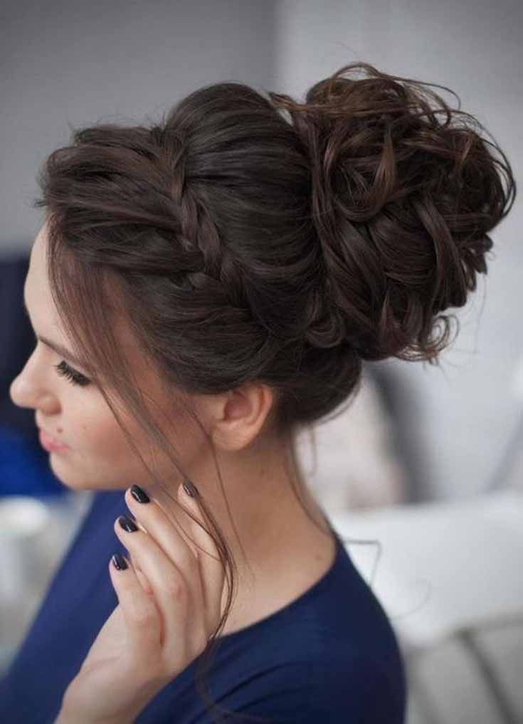 Prom Hairstyle Is A Must Thing For Every Girl Prom Is One Of The Most Special Event Curly Homecoming Hairstyles Bridesmaid Hair Updo Medium Length Hair Styles