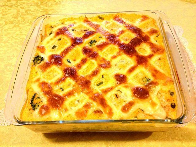 ホワイトソースの代わりに、ニンジンのすりおろしと豆乳とマヨネーズでソースを作ってます(*^^*) ホワイトソースが苦手な主人も、これなら食べてくれます - 105件のもぐもぐ - にんじんグラタン by spx69