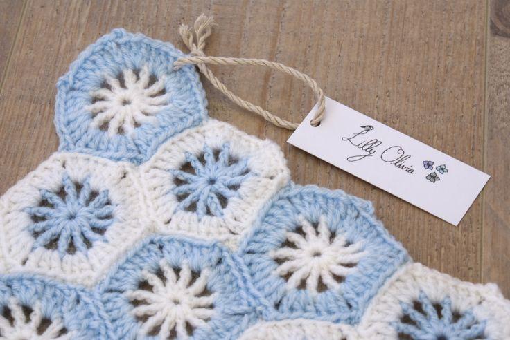 Baby Pläd, Baby Blanket, Virkat, Crochet, Mormorsrutor, Granny squares, Hantverk, Handmade, Blå, Blue, Vit, White