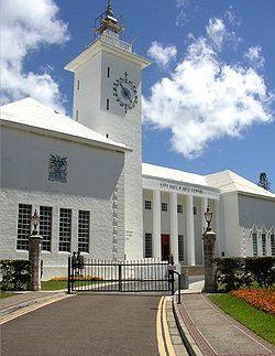 City Hall in Hamilton, Bermuda. // Las islas Bermudas (Bermuda en inglés) son un territorio británico de ultramar situado en el océano Atlántico Norte, frente a la costa este de Estados Unidos.