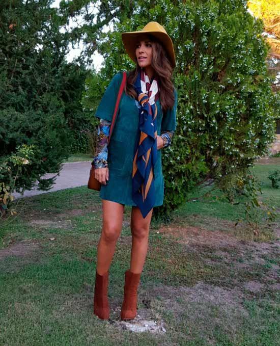 Paula Echevarria oct 2015- vestidito de ante de ZARA, camisa de flores, pañuelo con estampado geométrico y sombrero de fieltro mostaza de H&M, botines de MANGO ...