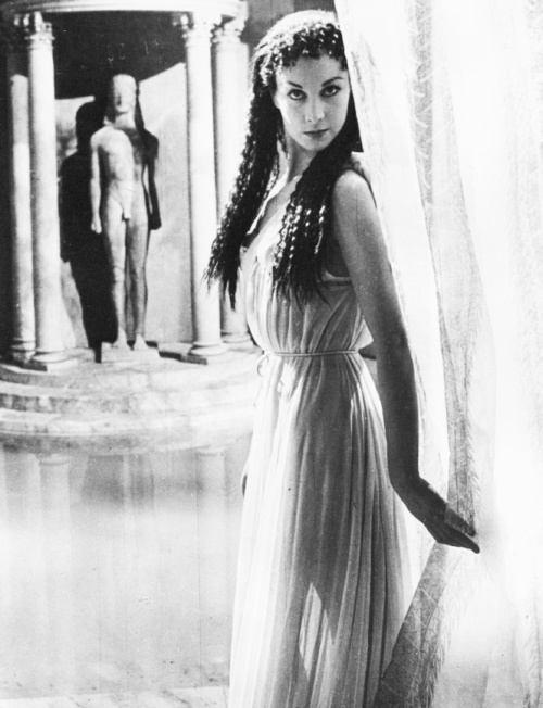 """Vivien Leigh on the set of """"Caesar and Cleopatra"""" photo by Cecil Beaton 1944"""
