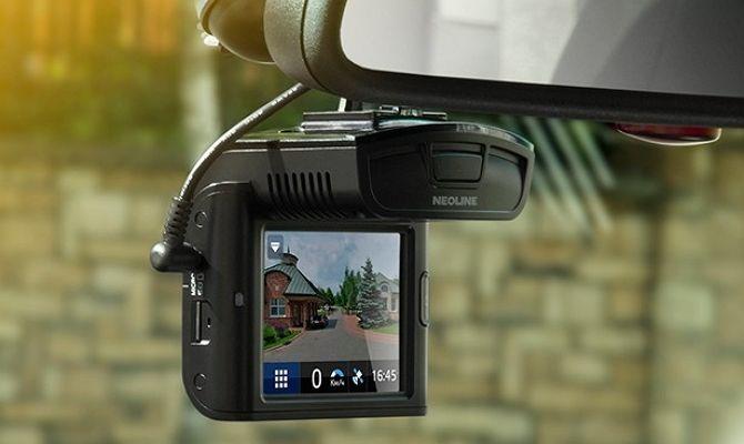 В салоне современного автомобиля можно встретить множество различных устройств: видеорегистратор, планшет, навигатор, антирадар и т.д. Намного удобнее использовать современные комбинированные устройства. В этой статье речь пойдет об устройстве 2 в 1, а именно о видеорегистраторе с антирадаром или радар-детектором. 1 Встроенный радар-детектор – что необходимо знать о нем? Качественный видеорегистратор с антирадаром – это весьма …