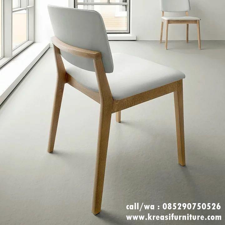 Kursi Cafe Kayu Modern merupakan kursi cafe dengan desain minimalis modern berbahan full kayu jati solid finishing melamic natural dibalut jok empuk.
