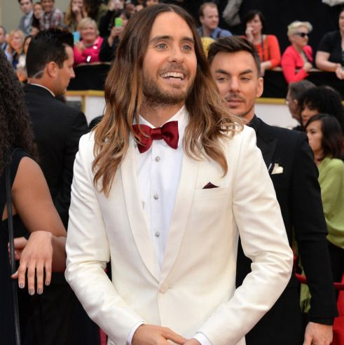 Oscars 2014 Style – White was a top pick for this year's stylish set – We love Jared Leto's #jonathandafrica #jonathand #jaredleto #oacars2014 #style @JARED LETO