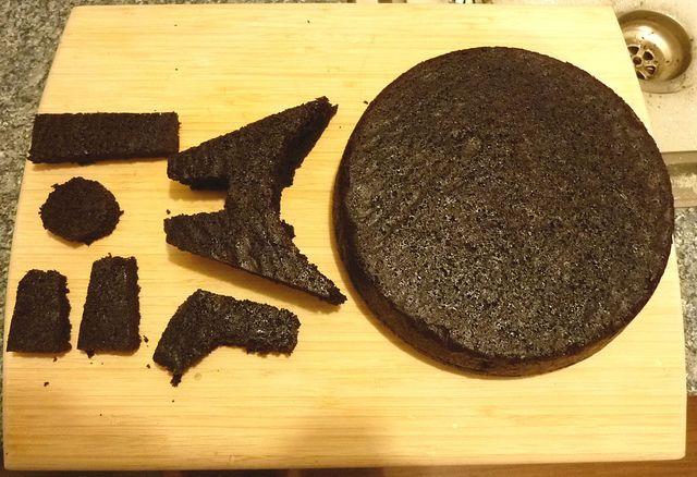 Millennium Falcon, how to carve cake  by MelEdwardsPhots, via Flickr