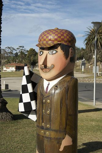 An icon of Geelong, 100 bollards line the waterfront from Rippleside to Limeburners Point. Jan Mitchell sculptured the bollards out of huge old wooden pylons and hand-painted them to depict people and events of Geelong.