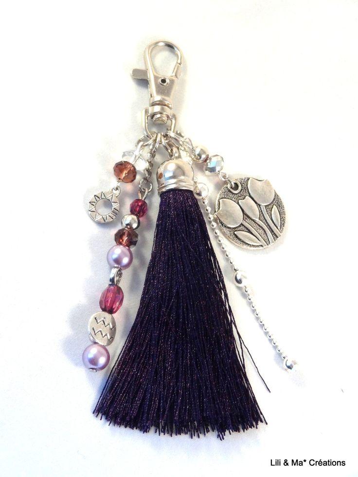 Bijou de sac, grigri, Lili et Ma* Créations Pompon violet breloque fleur et perles de verre : Porte clés par lili-et-ma-creations