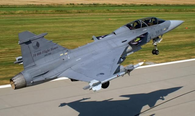 Can T Afford An F 35 Introducing The Jas 39 Gripen Sweden S Cheap And Lethal Fighter Plane Fighter Jets Saab Jas 39 Gripen Air Fighter