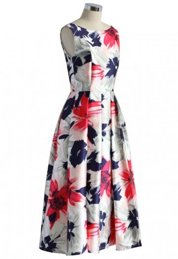 Summer's over but that doesn't mean you have to leave the pretty, blooming flowers behind! This eye-catching prom dress is made vibrant and colorful with its stunning and vivacious floral print! The sexy low-cut back neckline adds a tad more 'va-va-voom' to the otherwise traditional fit-and-flare ensemble! - Low-cut back neckline - Fit and flare silhouette - Back zip closure - Lined - 100% polyester - Machine washable Size(cm) Length Bust Waist S        116   86    70 M …