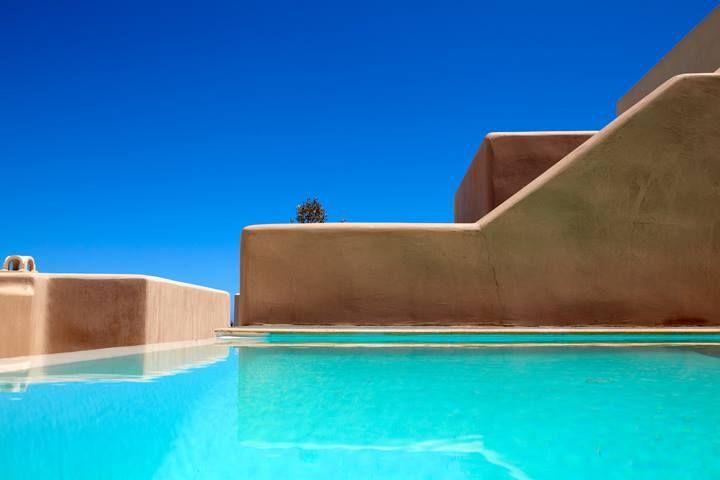 Voreina Gallery Suites in #Santorini! #luxury http://www.tresorhotels.com/en/offers/212/voreina-unique-offer-
