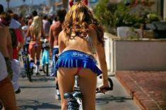 Belle femme du 12 sort avec son vélo customisé sur www.velocustom.eu