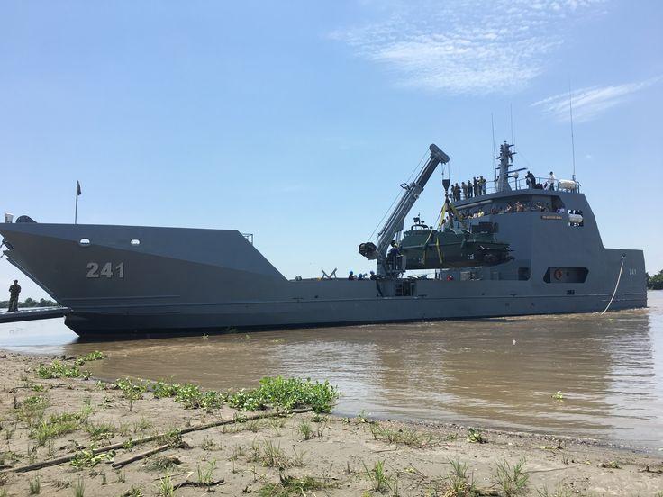 Buque mayor de la Armada Nacional navega por primera vez por el río Magdalena - América Militar  http://americamilitar.com/actualidad-militar/2216-buque-mayor-de-la-armada-nacional-navega-por-primera-vez-por-el-rio-magdalena.html#latest&gsc.tab=0