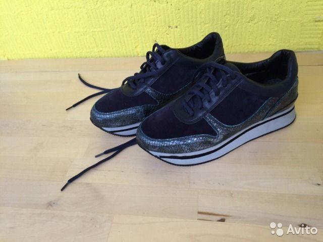 2000 Продам женские кроссовки Zenden 39 размера.Новые, надеты единожды, покупались неделю назад к определенной одежде, но не подошли. Кроссовки на небольшой платформе 2см.