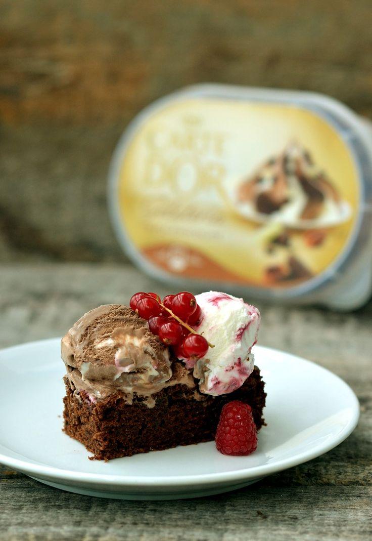 Brownie cu inghetata si fructe de padure