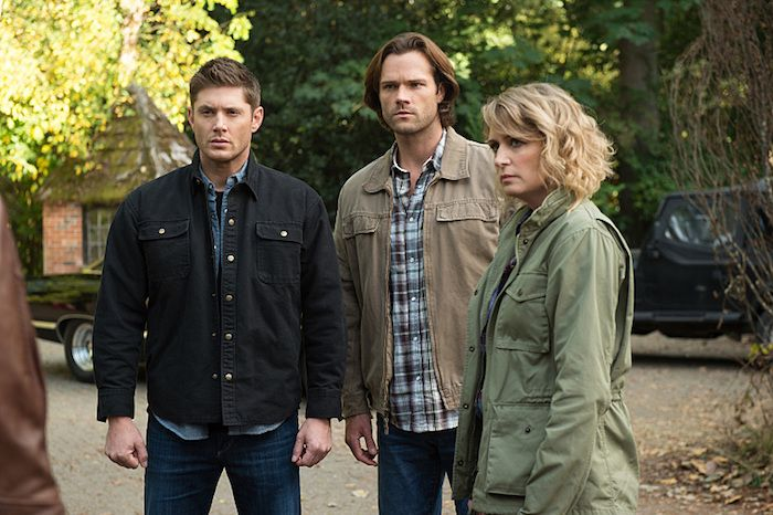 Supernatual: Celebrating the Life of Asa Fox. Pictured: Dean Winchester (Jensen Ackles), Sam Winchester (Jared Padalecki), Mary Winchester (Samantha Smith)