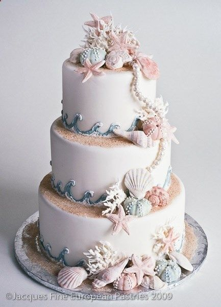 I have never wanted to get married so much in my entire life and its only because I want this cake SOOO bad!